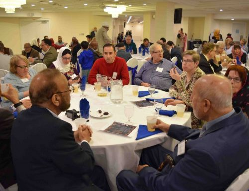 Chicagoland Muslims and Catholics break bread at 22nd Annual Iftar